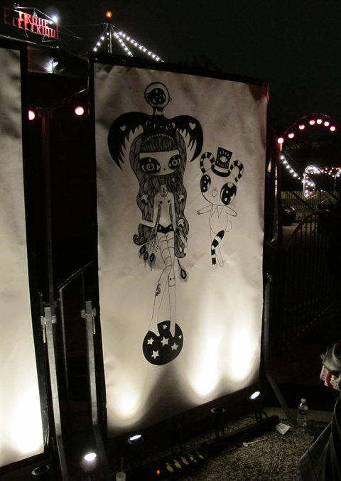 Le Cirque electrique and HEY! magazine show, painting in front the circus